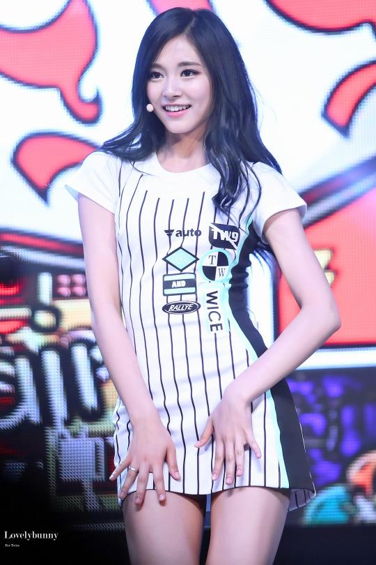 9-idol-nu-sinh-nam-1999-dang-gay-sot-tren-san-khau-kpop-1