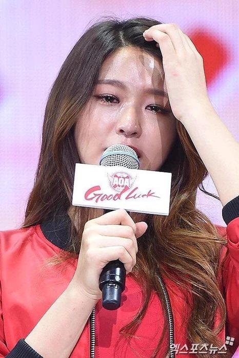 dai-su-du-lich-seol-hyun-bat-khoc-vi-scandal-dot-lich-su-3