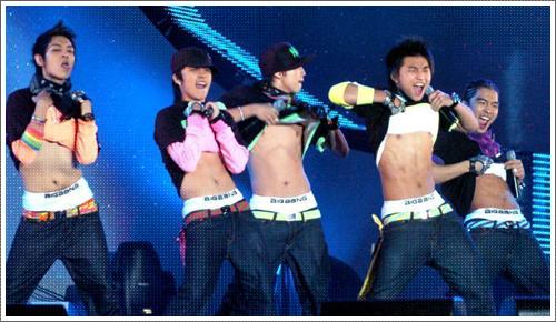 nhung-sao-nam-kpop-theo-duoi-hinh-tuong-sexy-du-con-nho-tuoi-6