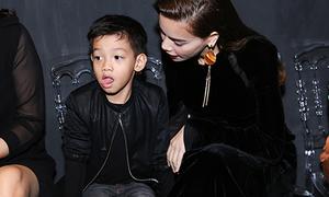 Subeo 'căng thẳng' khi lần đầu đi xem thời trang với mẹ