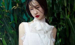 Jun Vũ lột xác sexy với váy ren, tóc rối