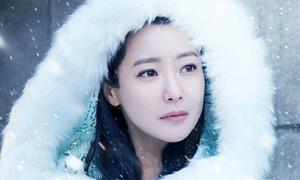 Kim Hee Sun gây kinh ngạc với nhan sắc U40 trẻ như 20