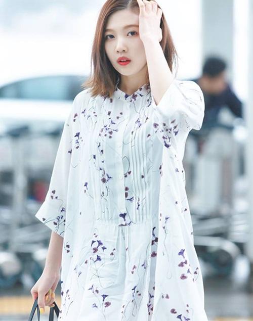 seo-hyun-de-vat-la-trong-giay-goo-hara-mac-style-kho-do-1