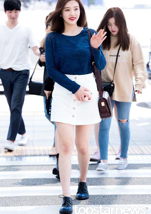seo-hyun-de-vat-la-trong-giay-goo-hara-mac-style-kho-do-2
