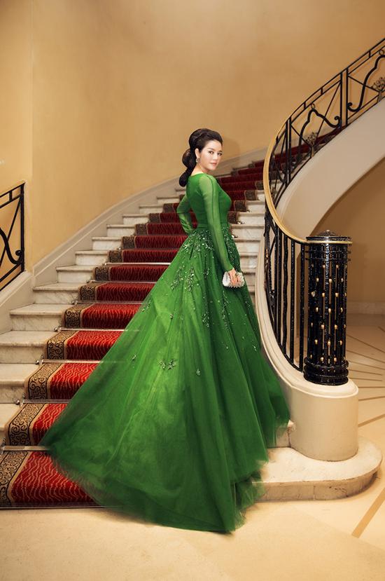 Qua 4 ngày xuất hiện trên thảm đỏ LHP Cannes, cho đến hôm nay, Lý Nhã Kỳ đã thực sự để lại những ấn tượng mạnh về phong cách thời trang cổ điển của cô.