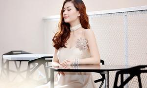 Diễm Trang diện váy dễ gây hiểu lầm quên nội y