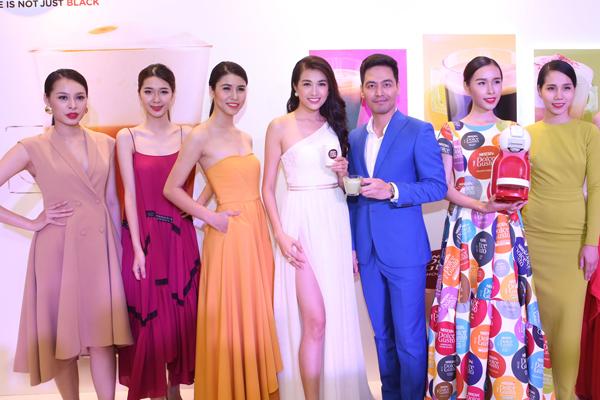 màn trình diễn bộ sưu tập thời trang của nhà thiết kế Adrian Anh Tuấn