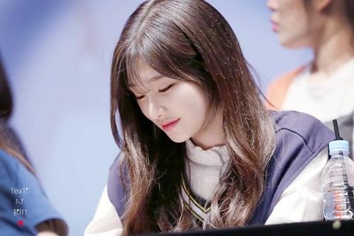 seol-hyun-chae-yeon-gay-tranh-cai-vi-lot-top-nu-than-ngay-tho-8