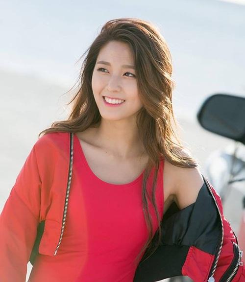 seol-hyun-chae-yeon-gay-tranh-cai-vi-lot-top-nu-than-ngay-tho-5
