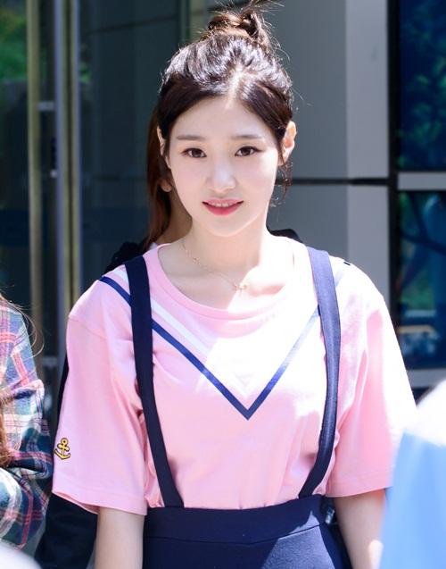 seol-hyun-chae-yeon-gay-tranh-cai-vi-lot-top-nu-than-ngay-tho-9