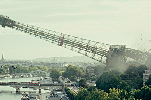 1. Tháp Eiffel: Biểu tượng của Paris là một trong những công trình nổi tiếng nhất châu Âu. Vậy nên chắc chắn tháp Eiffel không thể tránh khỏi số phận đen đủi mỗi khi có người ngoài hành tinh hay thảm hoạ thiên nhiên tấn công loài người. Việc sụp đổ tháp Eiffel cũng như là một lời thông báo rằng châu Âu đã thất thủ. (Phim:G.I. Joe: The Rise of Cobra)
