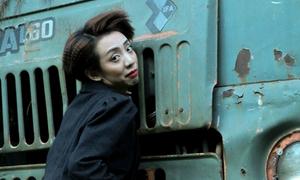 Style lẫn tính cách kỳ quặc của 'Hoa hậu hài' Thu Trang trong 'Mặt nạ máu'