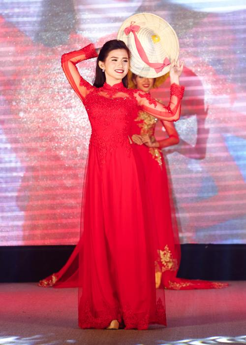 ky-duyen-lan-khue-ngoc-diem-chon-hoa-khoi-ngoai-thuong-8