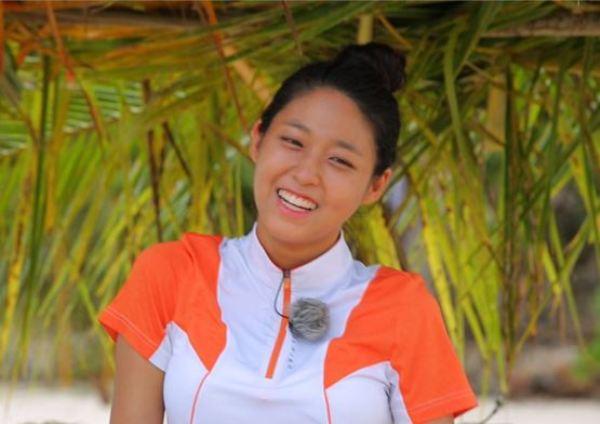 seol-hyun-thang-than-noi-ve-loi-makeup-mat-trang-nguoi-den-2