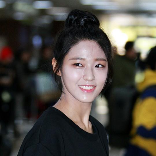 seol-hyun-thang-than-noi-ve-loi-makeup-mat-trang-nguoi-den-4