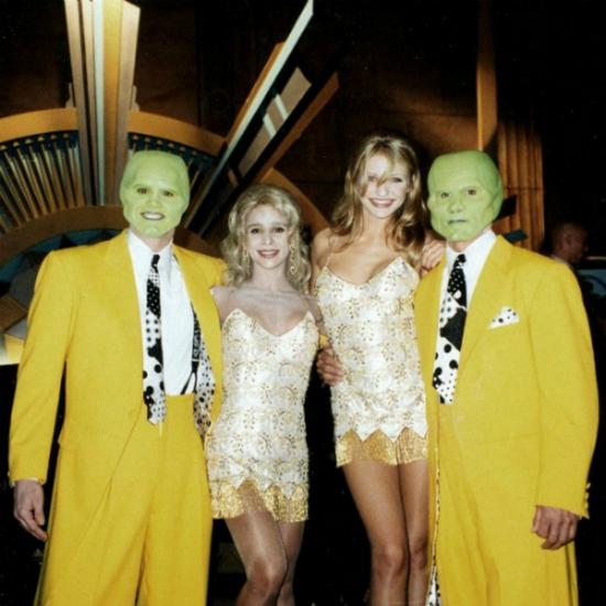 Người xem có thể phân biệt được Cameron Diaz (ở giữa, bên phải) vớiJim Carrey and Cameron Diaz with their doubles Dino Giorgio and Lisa Nanzelloy