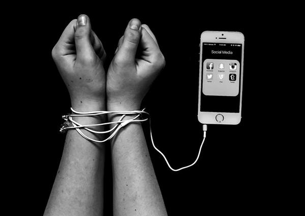 loat-anh-chung-minh-smartphone-mang-xa-hoi-khien-nguoi-ta-xa-nhau-3