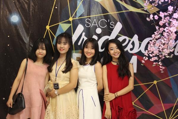 Girl xinh chuyên Nguyễn Huệ xúng xính váy áo dự sự kiện