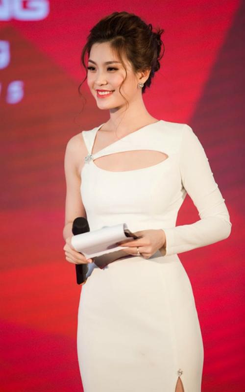 Diễm Trang thể hiện mình là một cô gái năng nổ trong nhiều hoạt động như: Tàu Thanh niên Đông Nam Á 2012, Miss Apone Lao 2012  2013, Đại sứ chương trình giao lưu văn hóa Châu Á  Thái Bình Dương và đoạt giải thưởng Nữ hoàng cà phê 2013&