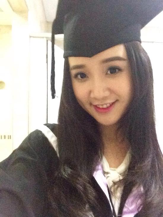 Năm 2010, cô theo học ngành truyền thông tại ĐH RMIT.