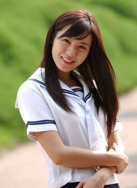 sao-nu-toa-sang-trong-phim-voi-dong-phuc-hoc-duong-3