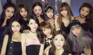 Bức ảnh 11 hot girl mặt giống nhau bị chế nhạo