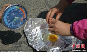 Nắng nóng làm chín trứng, chảy nhựa đường trên khắp thế giới