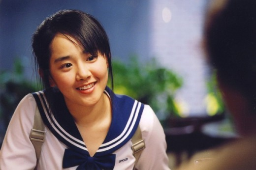sao-nu-toa-sang-trong-phim-voi-dong-phuc-hoc-duong-6