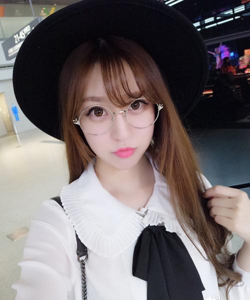 buc-anh-11-hot-girl-mat-giong-nhau-bi-che-nhao-3