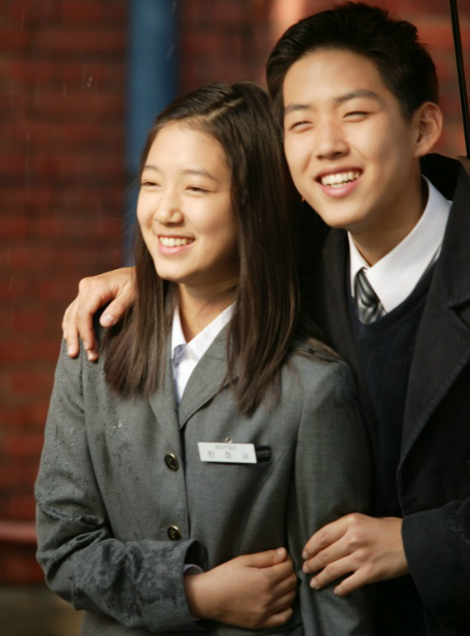 sao-nu-toa-sang-trong-phim-voi-dong-phuc-hoc-duong-9