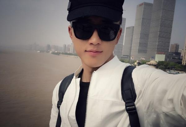 anh-canh-sat-trung-quoc-duoc-khen-dep-trai-hon-song-joong-ki-4