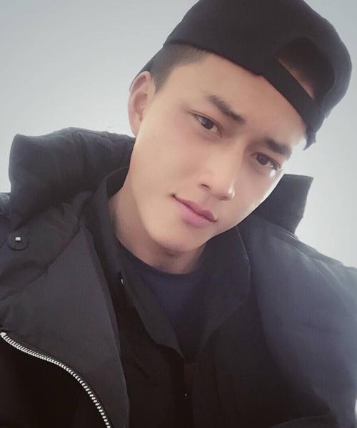 anh-canh-sat-trung-quoc-duoc-khen-dep-trai-hon-song-joong-ki-8