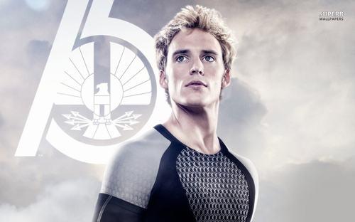 Sam Claflin sắm vai Finnick trong The Hunger Game.