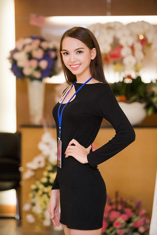 Nữ sinh viên Đại học Ngoại Thương sở hữu ước mơ trở thành hoa hậu từ khi còn bé.  Suốt vài năm qua, Thu Thảo không ngừng trau dồi vể khả năng giao tiếp, ngoại ngữ lưu loát và chăm chút cho ngoại hình hướng đến các cuộc thi nhan sắc. Nỗ lực rất nhiều, danh hiệu Á khôi 1 Ngoại Thương 2016 là niềm động lực to lớn, tiếp bước nữ sinh tham gia Hoa hậu Việt Nam 2016.
