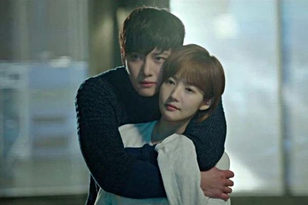 Ji Chang Wook và Park Min Young hợp tác với nhau trong drama Healer. Cặp đôi nhanh chóng tạo nên cơn sốt vì quá đáng yêu, ngọt ngào.
