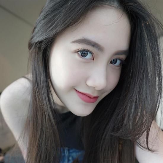 hot-girl-mat-xinh-dang-chun-so-1-cua-lao-hoa-ra-la-nguoi-goc-viet