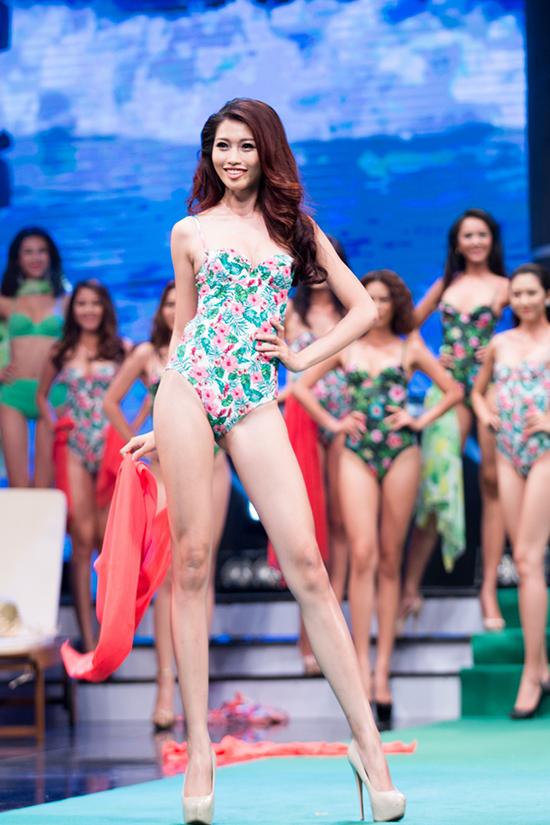 Chế Nguyễn Quỳnh Châu là gương mặt quen thuộc với khán giả khi cô theo đuổi công việc người mẫu hơn hai năm và đạt được nhiều thành tích như: Top 15 Hoa hậu Hoàn vũ Việt Nam 2015, Top 9 Vietnam's Next Top Model 2014... Bước sang năm 2016, Quỳnh Châu gây bất ngờ khi đăng ký tham gia cuộc thi