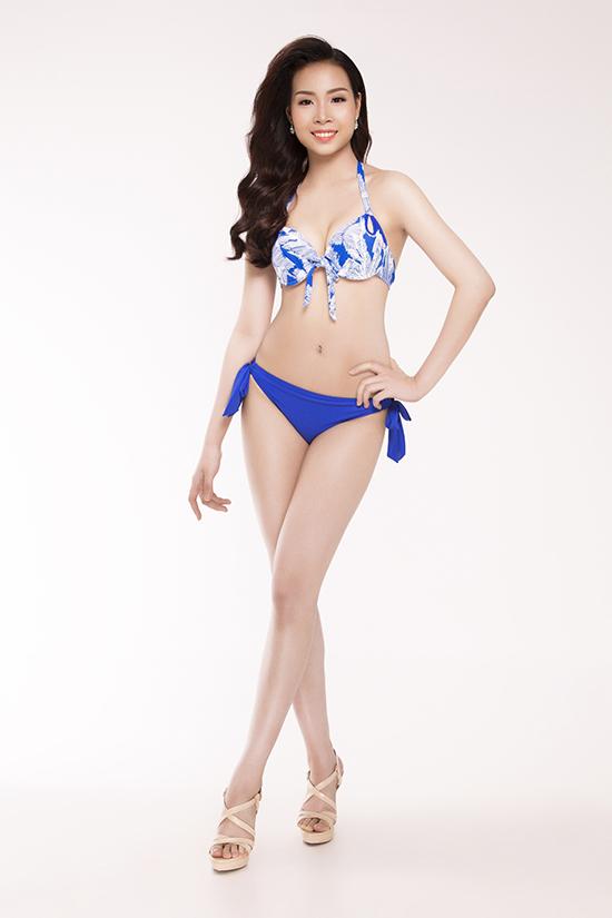 top-30-hoa-hau-viet-nam-phia-nam-khoe-eo-thon-chan-dai-voi-bikini-4