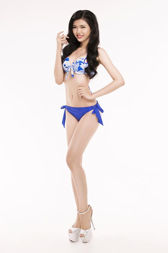 top-30-hoa-hau-viet-nam-phia-nam-khoe-eo-thon-chan-dai-voi-bikini-6