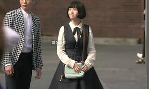 Nữ chính 'Gong Shim đáng yêu' xinh như búp bê nhờ cao tay mix váy yếm