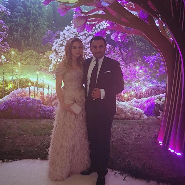 Đám cưới còn có sự xuất hiện của tổng thống Armenia Serzh Sargisyanu, các nhân vật có máu mặt trong giới nhà giàu và nhiều ngôi sao nổi tiếng.