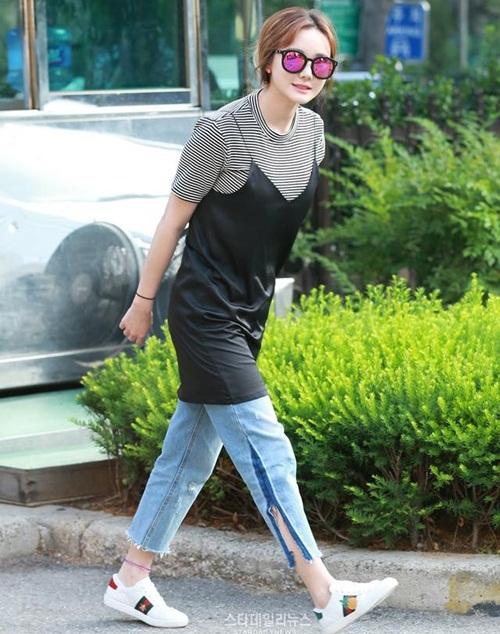 kpop-style-10-6-tzuyu-lo-quan-bao-ve-vi-mac-shorts-sieu-ngan-8