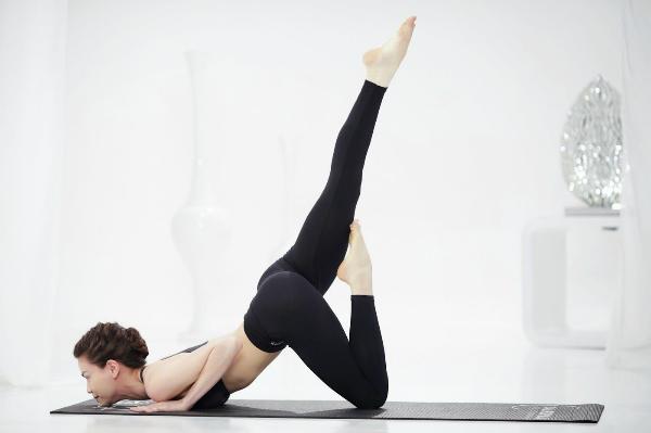Thường xuyên tập yoga cũng là biện pháp cải thiện vòng 3 tự nhiên