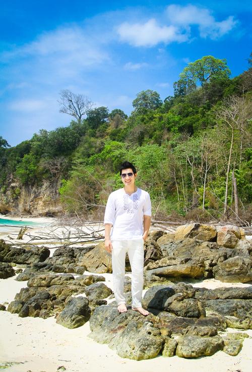 Nguyên Khang chọn Phang Nga Bay và đảo Phi Phi, nơi quay hình bộ phim nổi tiếng The Beach có Leonardo Dicaprio đóng.