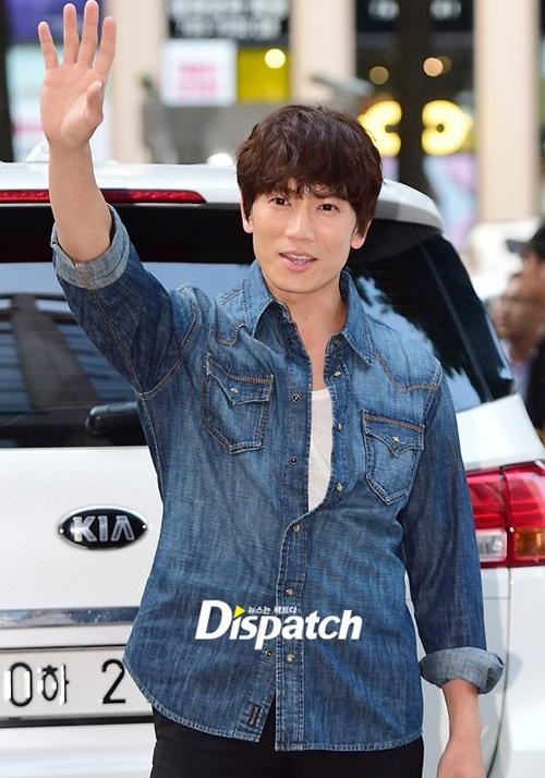 kpop-style-16-6-song-joong-ki-troi-nong-van-mac-ao-khoac-4