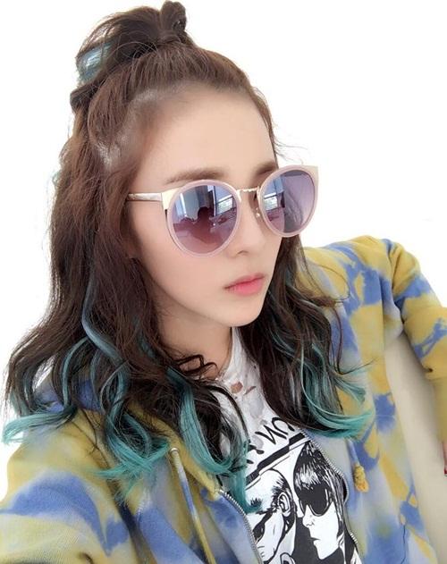 sao-han-16-6-8-idol-nu-do-sac-trong-anh-selfie-hyeri-than-mat-tua-vai-ji-sung-5