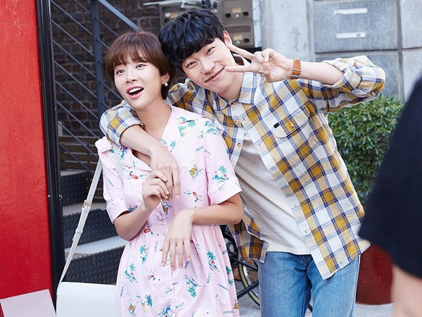sao-han-16-6-8-idol-nu-do-sac-trong-anh-selfie-hyeri-than-mat-tua-vai-ji-sung-3