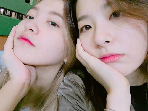 sao-han-16-6-8-idol-nu-do-sac-trong-anh-selfie-hyeri-than-mat-tua-vai-ji-sung-4