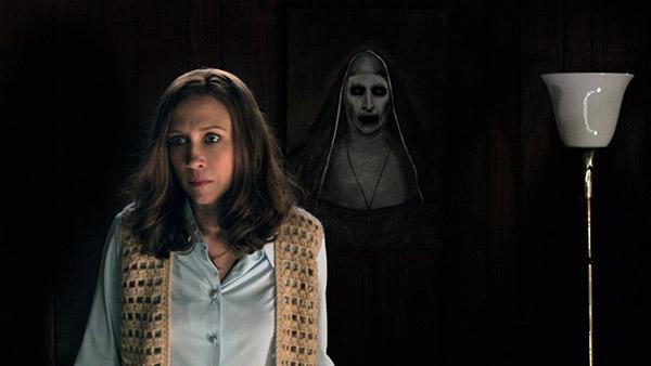 Bên cạnh tái hiện sự thật, đạo diễn James Wan còn sáng tạo thêm nhân vật và nhiều chi tiết rùng rợn một cách hợp lý để biến The Conjuring 2 trở thành nỗi ám ảnh kinh hoàng