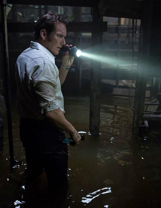 Căn hầm trong phần 2 được đánh giá là ma mị hơn cả phần trước với sự ám ảnh ở dưới nước